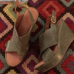 Born Wedges in trendy moss green!